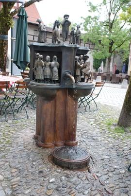 Aesop-Brunnen nachher