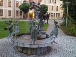 Amtschimmelbrunnen vor der Reinigung