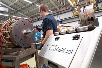 Firma Jokey reinigt mit Trockeneisstrahlen in der Kunststoffindustrie