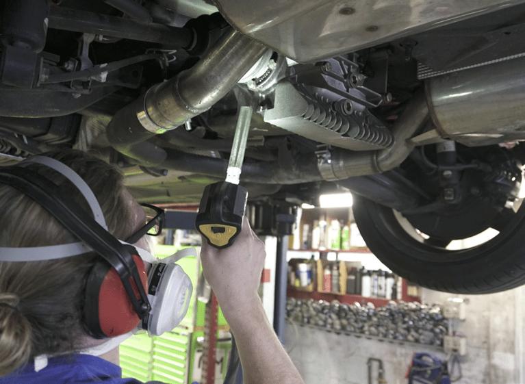 Trockeneisstrahlen verbessert die Qualität der BMW Unterbodenreinigung nachhaltig