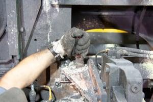 Trockeneisstrahlen vs Handwerkzeugreinigung